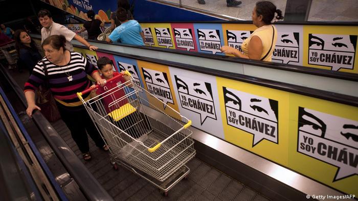 Venezuela Lebensmittel Rationierung Kunden Supermarkt ARCHIVBILD 2013