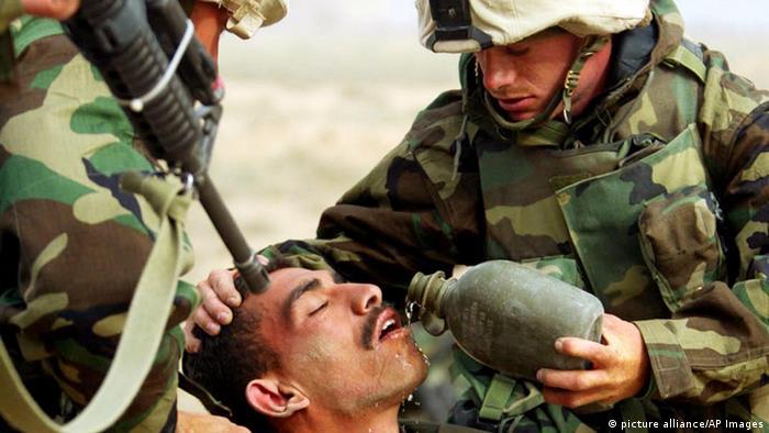Erste irakische Soldaten ergeben sich