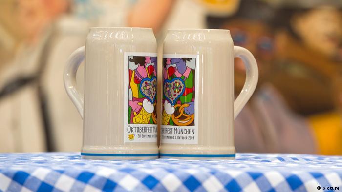 Wiesn-Bierkrug für Oktoberfest präsentiert. 21.08.2014