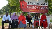 Täglich trifft sich die Gruppe #BringBackOurGirls in Abuja Nigeria, Boko Haram, #BringBackOurGirls, Protest, Chibok, Entführung Foto DW/Katrin Gänsler, 22. August 2014 in Abuja, Nigeria