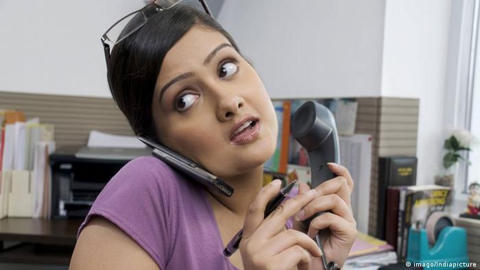 Multitasking bei der Arbeit (imago/Indiapicture)