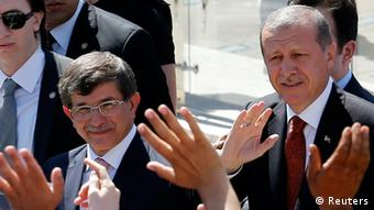 Erdogan und Davutoglu (photo: REUTERS/Umit Bektas)
