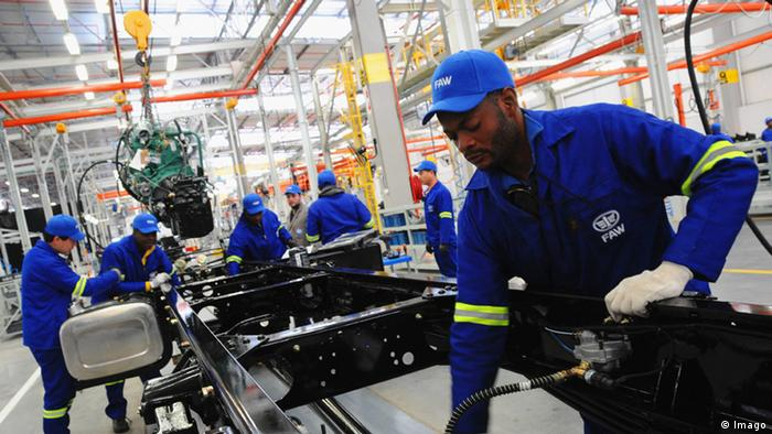 Workers at a FAW facility in South Africa (Photo: Xinhua/Zhang Chuanshi)