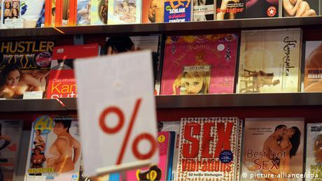 Regal mit Sex-Zeitschriften (Foto: picture-alliance/dpa).