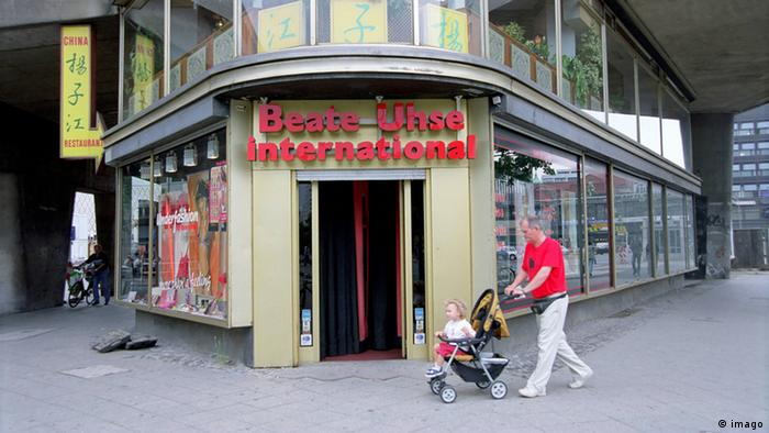 Entrance to Beate-Uhse shop in 2002 (imago)