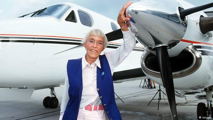Беате Узе сама пилотировала свой самолет даже в 75 лет