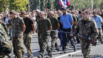 Сепаратисти провели парад полонених у Донецьку 24 серпня 2014 року