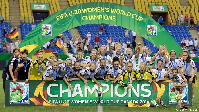 DFB U-20 Frauenm bejubeln den Weltmeistertitel in Montreal. Foto: Getty Images