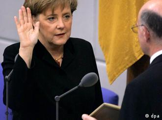 Angela Merkel Sworn In As German Chancellor Germany News And In Depth Reporting From Berlin And Beyond Dw 22 11 2005