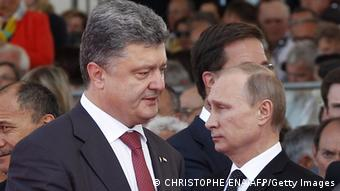 Ukrainian President Poroshenko (left) and Russian President Putin (right)