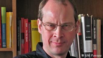 Deutschland Martin Grossheim von der Unversität Passau - Dr. Martin Grossheim is Adjunct Professor at the Department of Southeast Studies at Passau University/Germany. Wir brauchen nur eins der Bilder (das Beste, könnt ihr aussuchen) als Spezialbild. Copyright: UNI Passau.