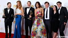 The cast of AMC's Breaking Bad poses with their outstanding drama series award at the 66th Primetime Emmy Awards in Los Angeles, California August 25, 2014. REUTERS/Mike Blake (UNITED STATES -Tags: ENTERTAINMENT)(EMMYS-BACKSTAGE)