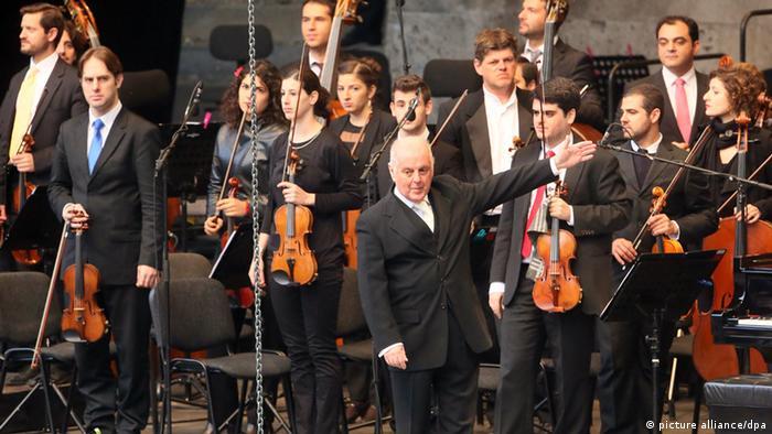 Daniel Barenboim West-Eastern Divan Orchestra. (c) dpa - Bildfunk