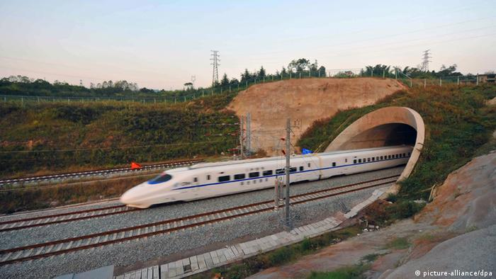 A high-speed train exiting a tunnel in China Photo: ©ChinaFotoPress/MAXPPP -