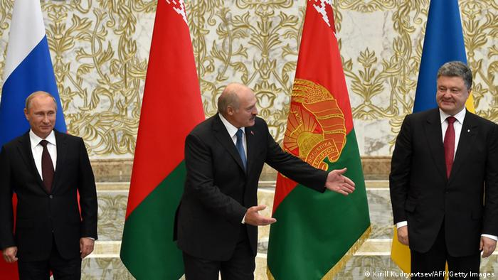 Лукашенко между Путиным и Порошенко