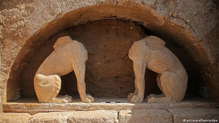 Sphinxes found at the Amphipolis archeological site in Greece, Copyright: picture-alliance/dpa