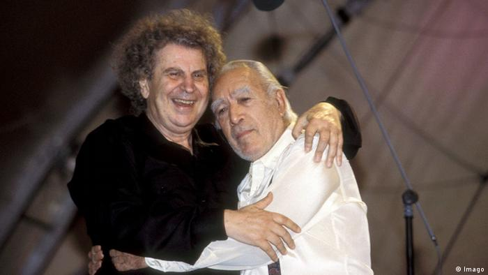 Mikis Theodorakis and Anthony Quinn in 1995 (Imago)