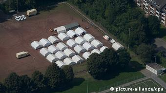 Tent city in Duisburg seen from above Photo: Matthias Balk/dpa