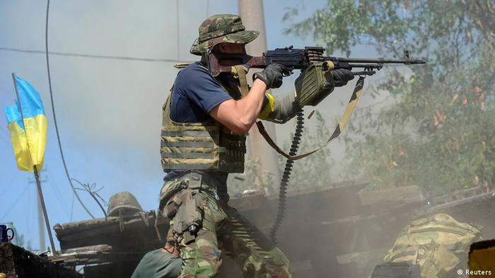 Ukraine soldier, with Ukraine flag in background (Photo: REUTERS/Maks Levin)