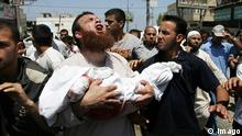 Bildnummer: 55806564 Datum: 18.08.2011 Copyright: imago/UPI Photo Palestinian relatives carry the body of two-year-old Malek Shaat killed in an Israeli airstrike during his funeral in the Rafah refugee camp, southern Gaza , on August 19, 2011. Israeli fighter jets bombed Gaza, killing a teenager and injuring five people, in retaliation to a series of coordinated attacks on August 18 near the southern Israeli sea resort of Eilat that left eight dead. PUBLICATIONxINxGERxSUIxAUTxHUNxONLY Politik Gesellschaft Palästina Israel Nahostkonflikt Luftangriffe Opfer Tote xng 2011 quer o0 Gazastreifen Kind Verzweiflung Trauer Bildnummer 55806564 Date 18 08 2011 Copyright Imago UPi Photo PALESTINIAN Relatives Carry The Body of Two Year Old Malek KILLED in to Israeli during His Funeral in The Rafah Refugee Camp Southern Gaza ON August 19 2011 Israeli Fighter Jets bombed Gaza Killing a Teenagers and injuring Five Celebrities in Retaliation to a Series of Coordinated Attacks ON August 18 Near The Southern Israeli Sea Resort of Eilat Thatcher left Eight Dead PUBLICATIONxINxGERxSUIxAUTxHUNxONLY politics Society Palestine Israel Middle East conflict Air attacks Victims Deaths xng 2011 horizontal o0 Gaza Strip Child Desperation Mourning