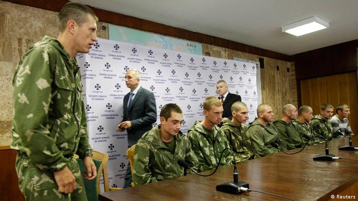 Captured Russian soldiers in Ukraine (Photo: REUTERS/Valentyn Ogirenko)