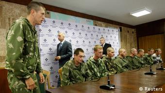 Задержанные российские десантники на пресс-конференции в Киеве