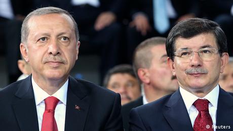 Ο Νταβούτογλου πετά το γάντι στον Ερντογάν
