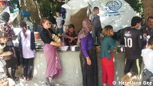 Jesiden warten auf die Essensausgabe in Lalish Irak Flüchtlinge IS