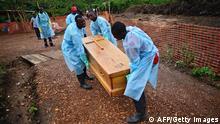 Sierra Leon Ebola Beerdigung Opfer 14.08.2014