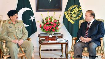 General Raheel Sharif (L) meeting with Pakistani Prime Minister Nawaz Sharif at the Prime Minister House in Islamabad, capital of Pakistan (/PID) pixel