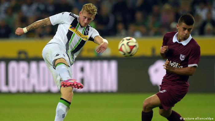 Andre Hahn playing for Gladbach against Sarajevo