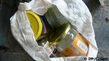 Degrowth-Konferenz: Leere Gläser in einer Papiertüte, die man sammeln kann, weil sie zum Wegwerfen zu wertvoll sind (29.08.2014 ); Copyright: DW/K. Jäger