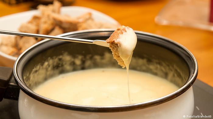 Fondue to tradycyjna potrawa z roztopionego sera
