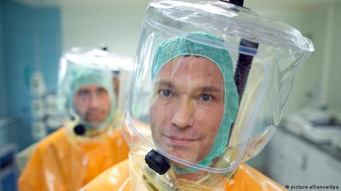 Isolierstation ist auch auf Ebola vorbereitet (picture-alliance/dpa)
