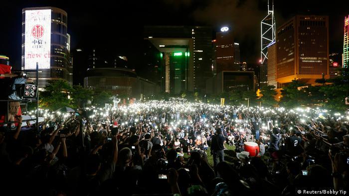 """香港政改 泛民主派:""""中央失信可耻"""""""