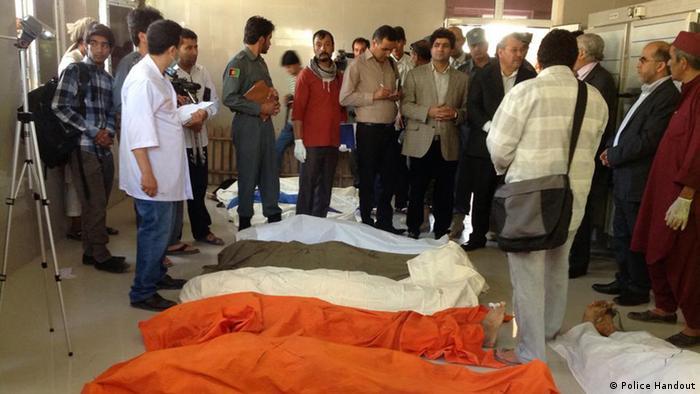 عکس آرشیف از اجساد مهاجران کشته شده در مرز ایران و افغانستان که به شفاخانه هرات منتقل شده اند.