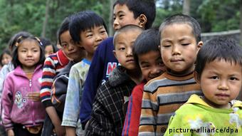 China Schulkinder Kinder Grundschulalter Wanderarbeiter Symbolbild (picture-alliance/dpa)