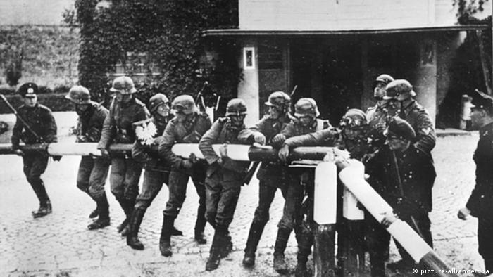 Beginn 2. Weltkrieg Deutsche Soldaten Schlagbaum polnische Grenze