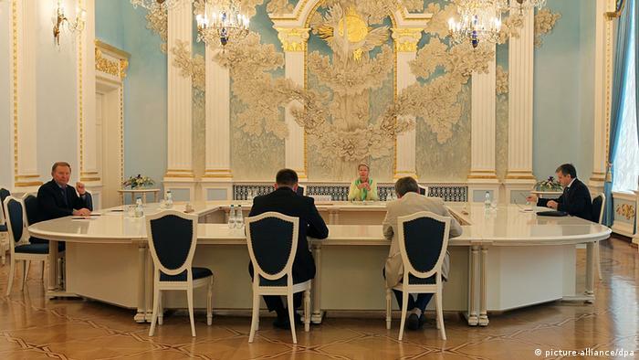 Участники контактной группы по урегулированию кризиса на Украине ведут переговоры