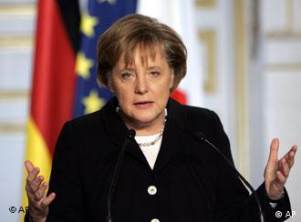 German Chancellor Merkel wants to breathe new life into the moribund EU treaty