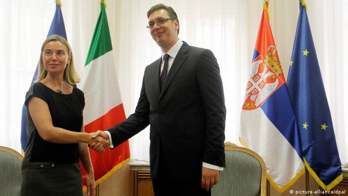 Federica Mogherini & Aleksandar Vucic in Belgrad ARCHIV Juli 2014 (picture-alliance/dpa/)
