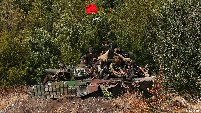 Проросійські сепаратисти в Оленівці поблизу Донецька, згідно з домовленостями в Мінську, мали б разом з танком забратися до Росії