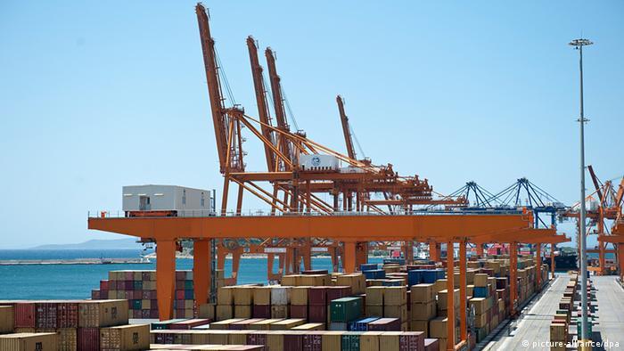 Griechenland Hafen von Piräus Containerhafen
