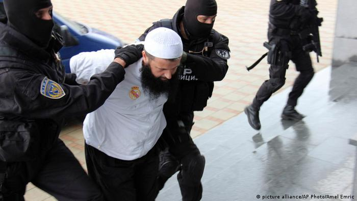 Bosnian police arrest man suspected of wanting to join militant fighters in Syria.