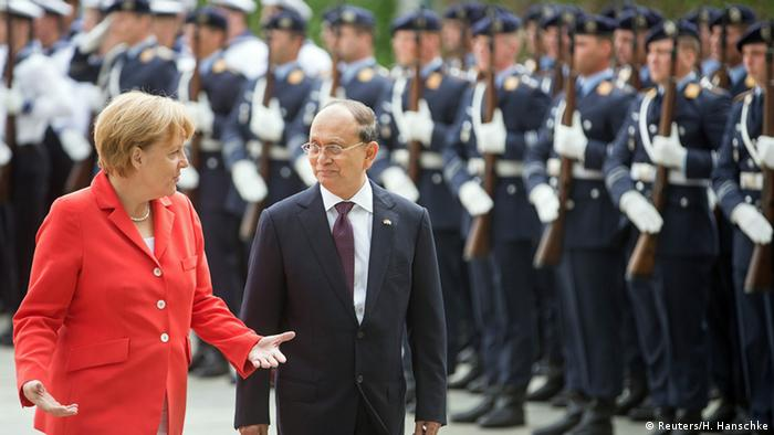 Myanmar's President Thein Sein and German Chancellor Angela Merkel (L) review the guard of honour of the German armed forces, the Bundeswehr, before talks at the Chancellery in Berlin September 3, 2014 (Photo: REUTERS/Hannibal)
