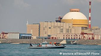 Indien Kudankulam Atomkraftwerk Archiv 2012 (picture alliance/AP Photo)