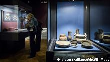 file - Objects are on display in the exhibition 'Crimea: Gold and Secrets of the Black Sea' at the Allard Pierson Museum in Amsterdam, The Netherlands, 21 August 2014. The pieces in the exhibition were borrowed from Crimea before the Ukrainian territory was seized and annexed to Russia. The Allard Pierson Museum said 20 August it 'has decided to not make a decision as to which of the parties the disputed objects should be handed over to'. EPA/BART MAAT/dpa (zu dpa Umstrittenes «Gold der Krim» bleibt vorläufig in Niederlanden vom 28.08.2014) +++(c) dpa - Bildfunk+++