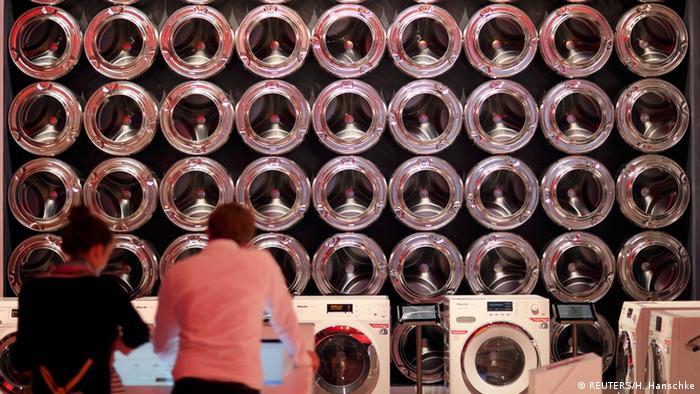 Waschmaschinen auf der IFA 2014 (REUTERS/H. Hanschke)