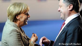 Bundeskanzlerin Angela Merkel und der ukrainische Präsident Petro Poroschenko (Foto: Reuters/R. Naden)