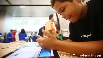 Οι γονείς έχουν τη δυνατότητα να προγραμματίσουν το κινητό με τέτοιο τρόπο ώστε να μη μπορεί να χρησιμοποιηθεί από μια συγκεκριμένη ώρα και μετά.